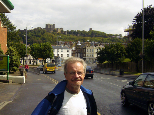 Bill in front of the castle